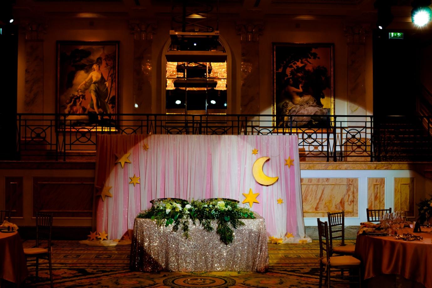 Оформление свадьбы тканью-фото примера